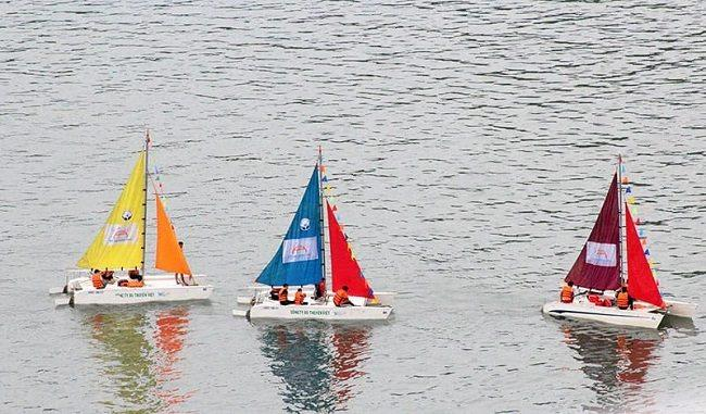 Tham quan Vịnh Hạ Long bằng thuyền buồm  và những trải nghiệm độc đáo!